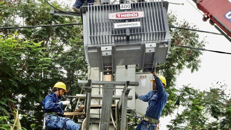 EVNHCMC tăng cường công suất các trạm điện