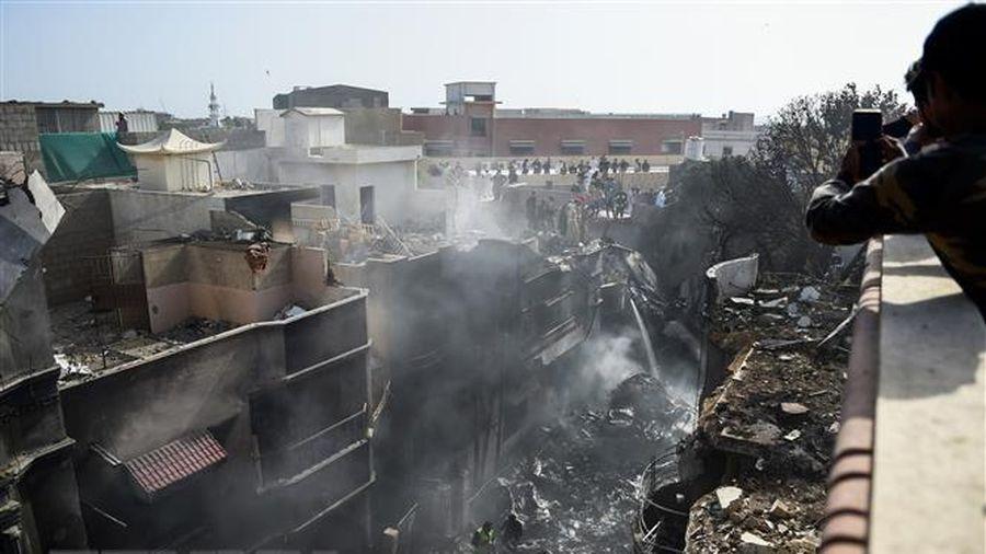 Vụ rơi máy bay ở Pakistan: Ít nhất 41 người được xác nhận thiệt mạng