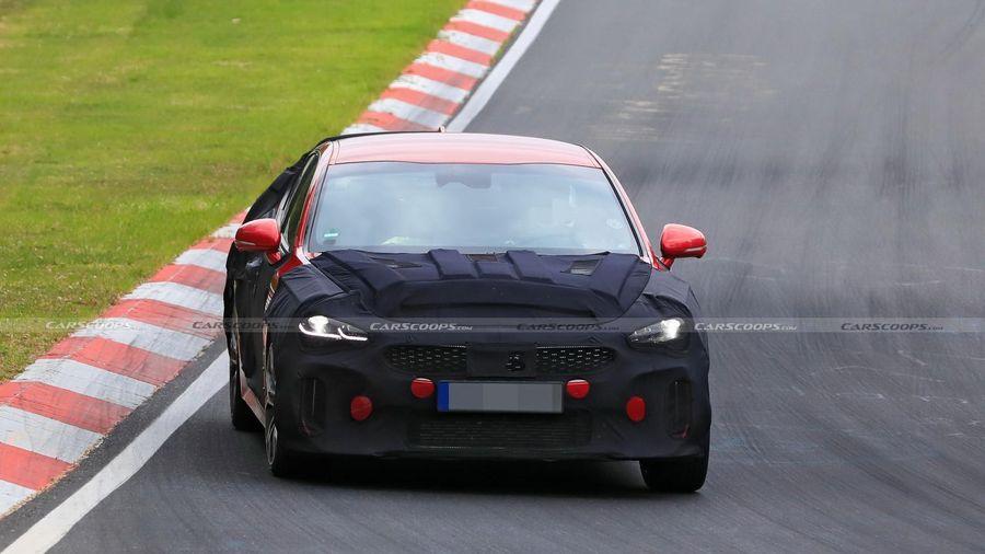 Kia Stinger facelift sắp ra mắt, thể thao hơn