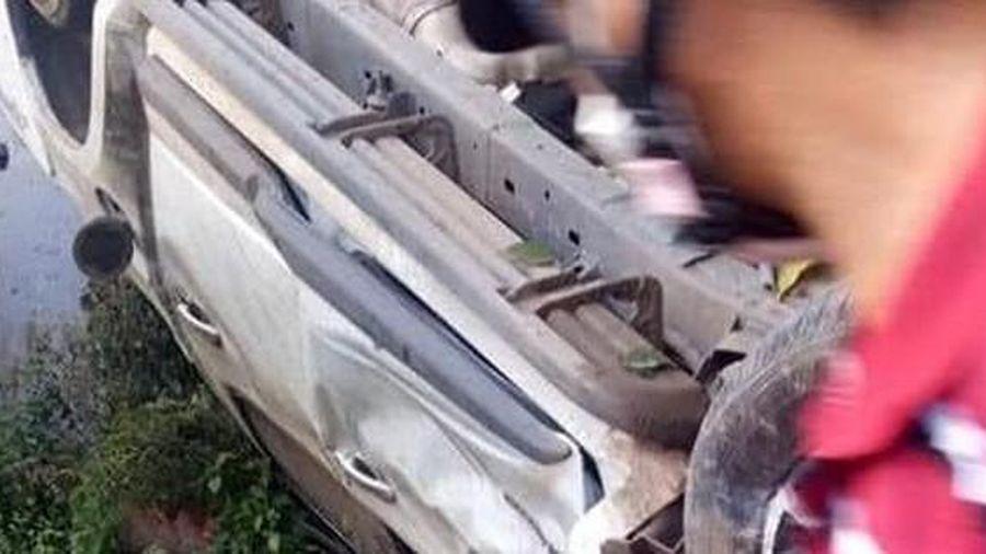 Người chạy xe bán tải bị chính xe đè chết thương tâm