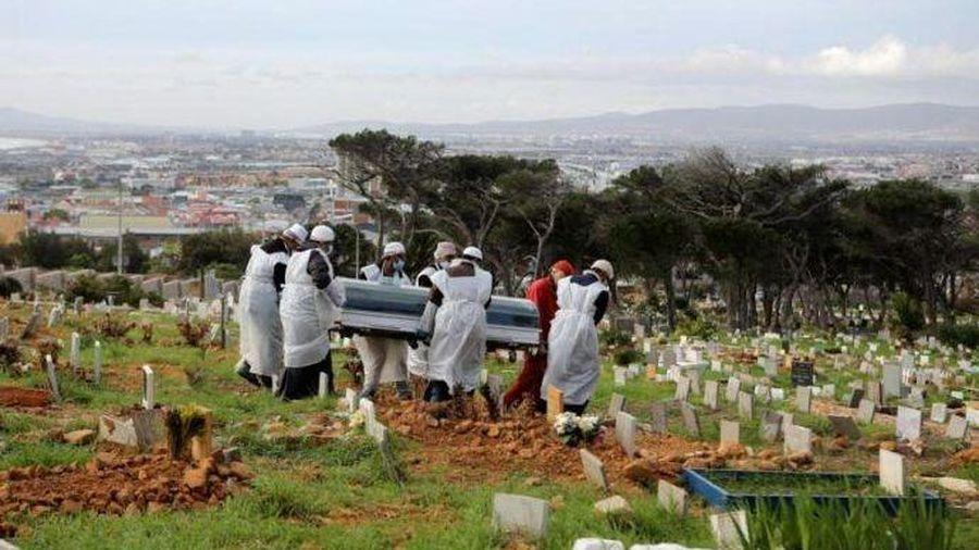 Lại thêm quốc gia phải chuẩn bị hố chôn tập thể cho bệnh nhân Covid-19