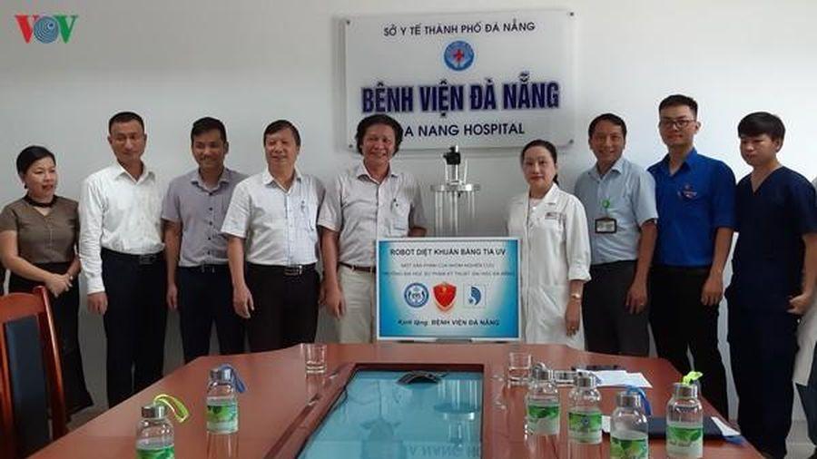 Chế tạo thành công Robot diệt khuẩn tia cực tím trong bệnh viện
