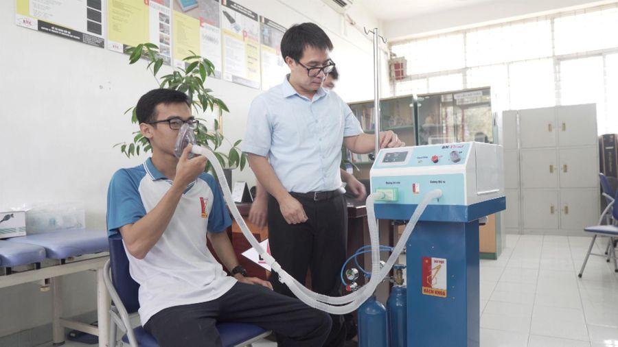 Máy thở hỗ trợ điều trị COVID-19 made in ĐH Bách Khoa hoạt động thế nào?