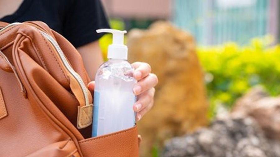 Mang theo gel rửa tay khô dưới trời nắng nóng trên 40 độ có sợ cháy hay nổ không?