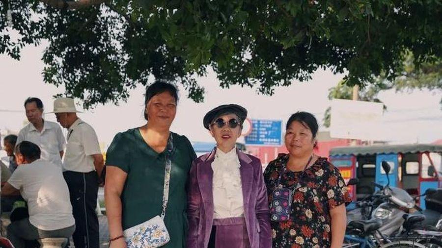 Cụ bà 82 tuổi ăn mặc sành điệu, thần thái như người mẫu