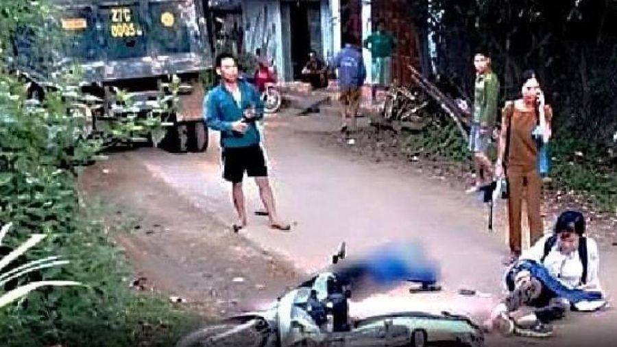 Hai nữ sinh Hòa Bình gặp tai nạn trên đường đến trường, 1 em tử vong