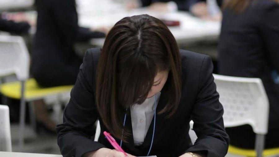 Sinh viên Nhật bị chính người hướng dẫn quấy rối khi đi xin việc