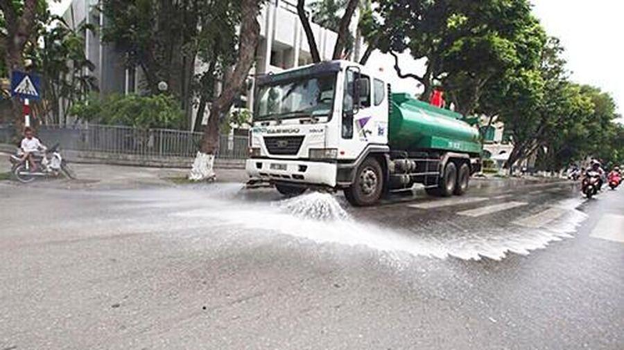 Hà Nội: Chấp thuận về nguyên tắc thực hiện rửa đường đảm bảo vệ sinh môi trường