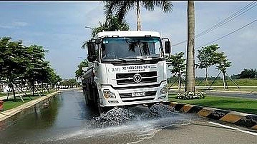 Hà Nội chấp thuận nguyên tắc việc thực hiện tưới nước rửa đường đảm bảo vệ sinh môi trường