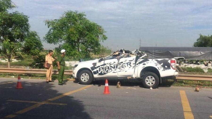 Xe bán tải tông xe dừng ven đường, 2 người tử vong