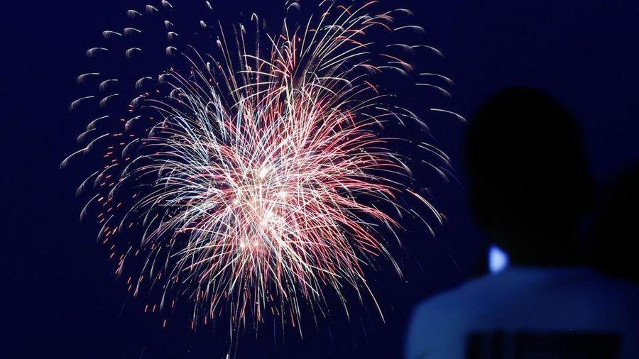 Pháo hoa thắp sáng bầu trời Nhật Bản để cổ vũ tinh thần chống COVID-19