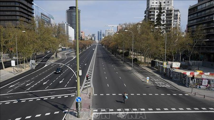 Thủ tướng Tây Ban Nha đề xuất gia hạn phong tỏa thêm 15 ngày