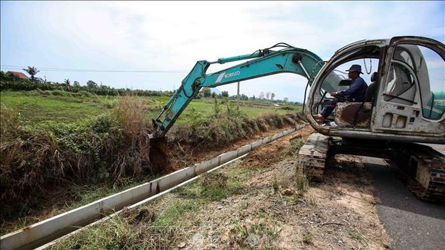 Đào ao, xây bể tích trữ nước để ứng phó với hạn hán