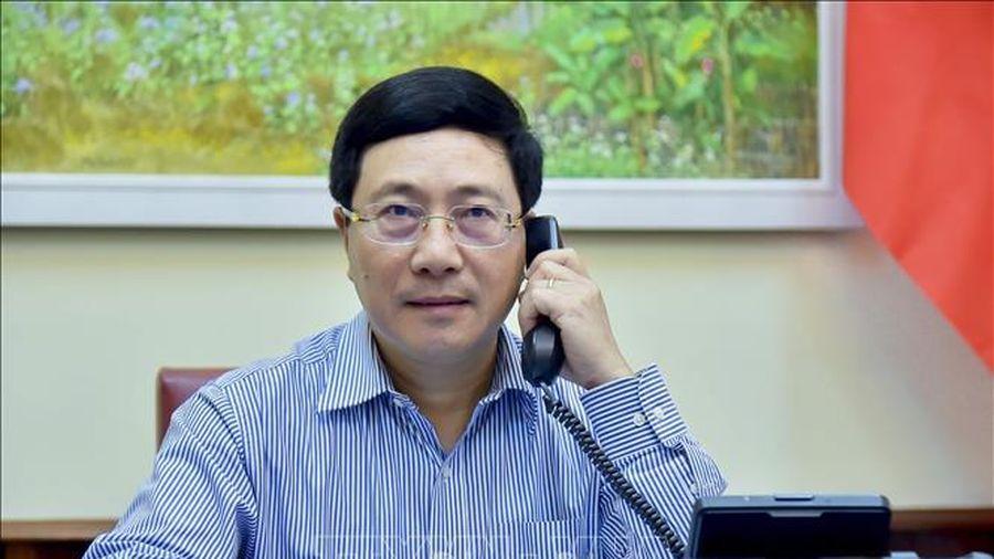 Phó Thủ tướng, Bộ trưởng Ngoại giao Phạm Bình Minh điện đàm với Bộ trưởng Ngoại giao Nhật Bản