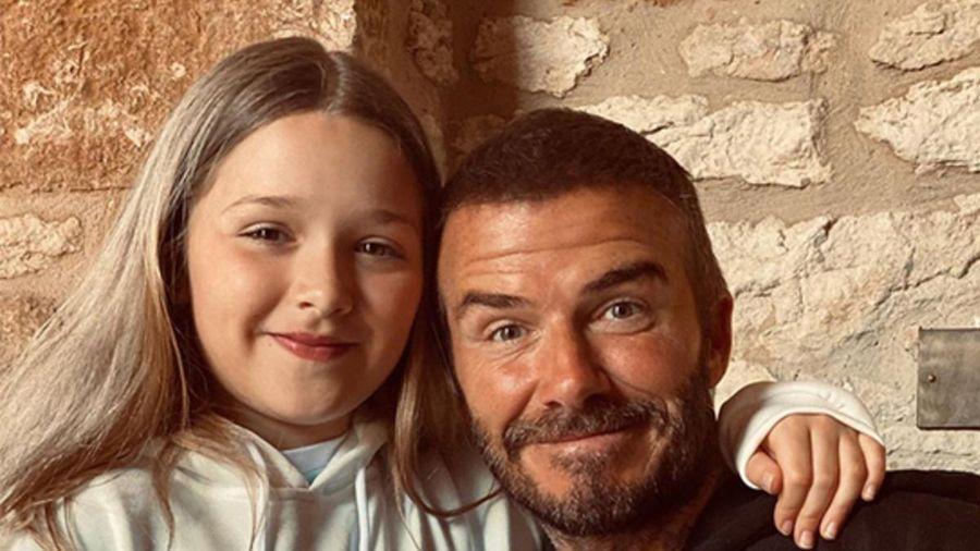 David Beckham hạnh phúc khoe món quà con gái út Harper dành tặng