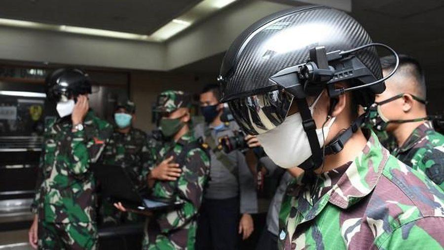Quân đội Indonesia chế tạo mũ bảo hiểm công nghệ cao ứng phó Covid-19