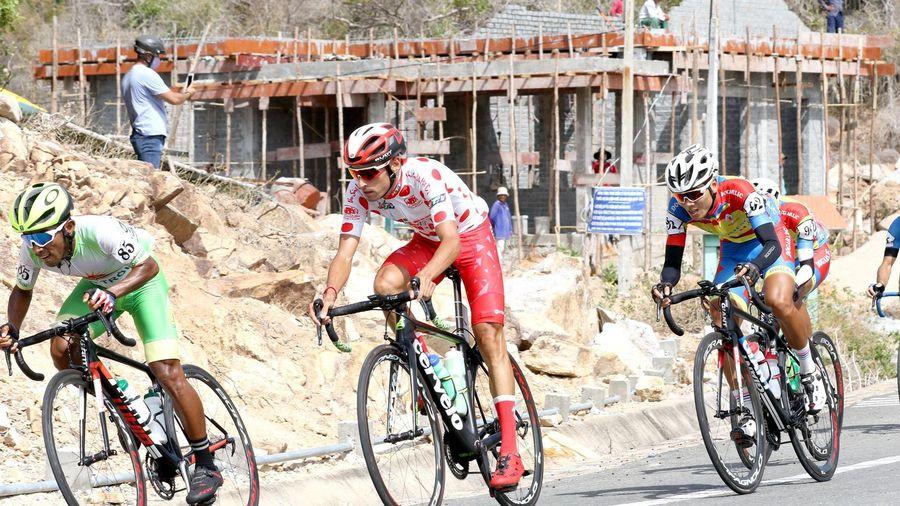 Không thắng đèo Vĩnh Hy, Javier giữ chắc áo chấm đỏ
