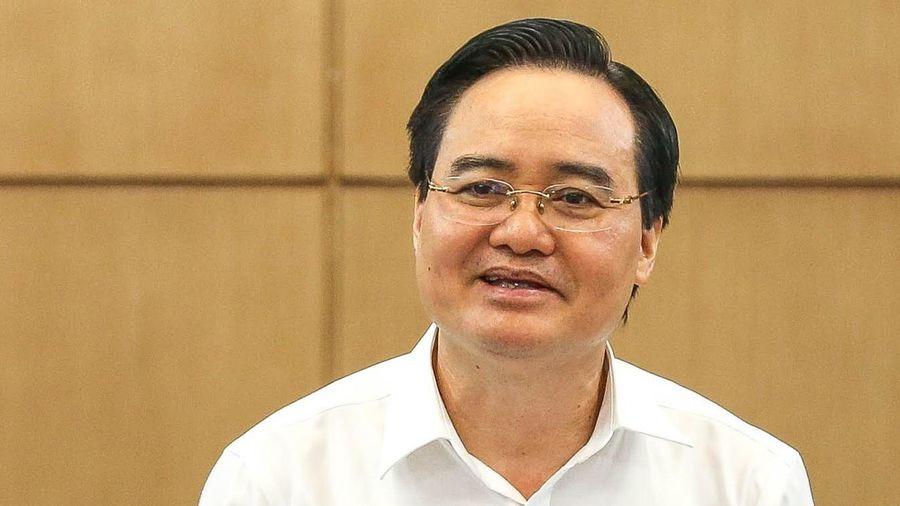 Bộ trưởng GD&ĐT: Tiếp tục học trực tuyến, tăng thời gian nghỉ hè