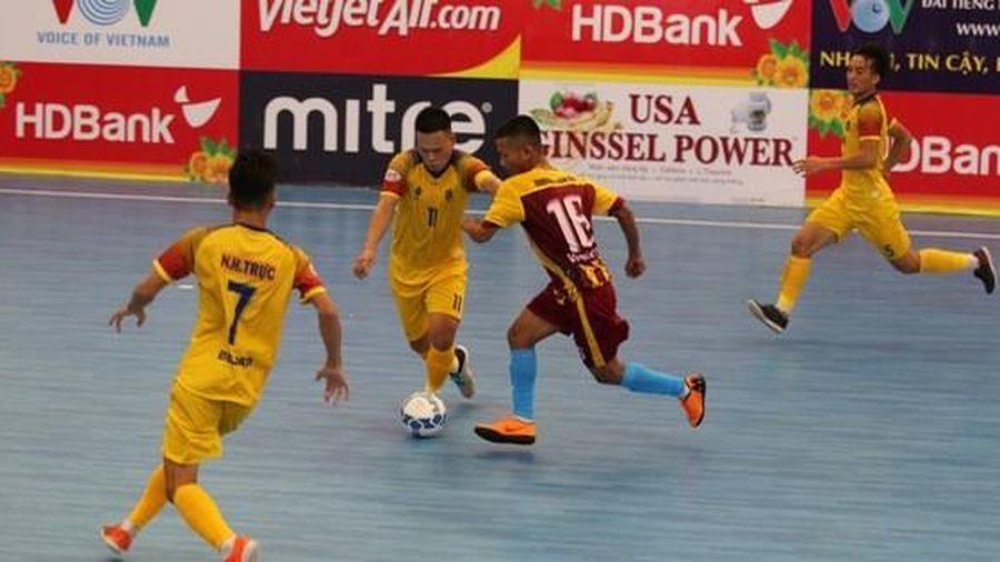Sốc với clip 'mưa' bàn thắng của Quảng Nam vào lưới Vietfootball
