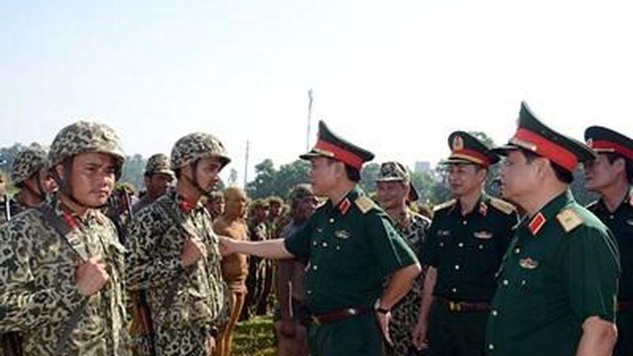 Trung tướng Ngô Minh Tiến, thăm và kiểm tra tại Trường Sĩ quan Đặc công