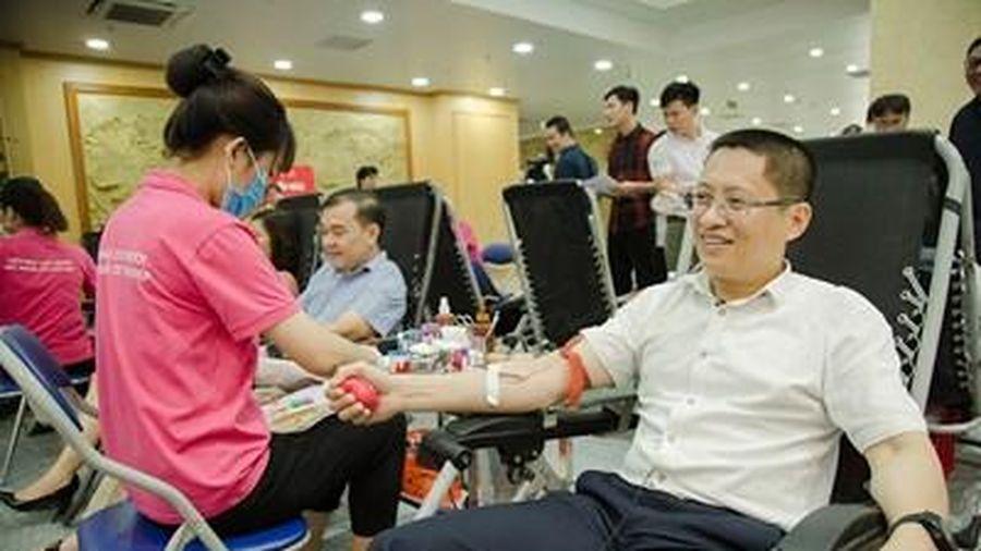 Gần 500 cán bộ, công chức Tổng cục Thuế tham gia hiến máu tình nguyện