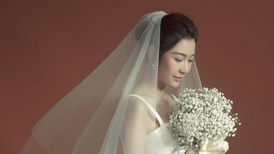 Sau đăng ký kết hôn, Á hậu Thúy Vân tung ảnh cưới tuyệt đẹp