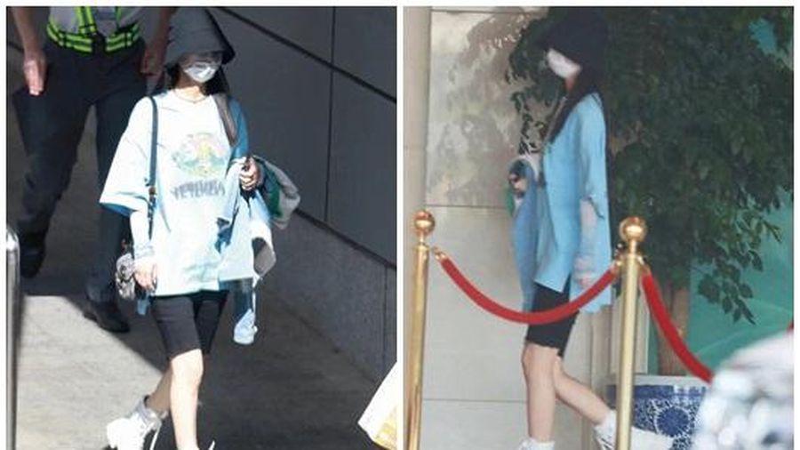 Sau loạt ảnh ở phòng gym, Triệu Lệ Dĩnh lại khoe chân thon khiến cả mạng xã hội Weibo dậy sóng