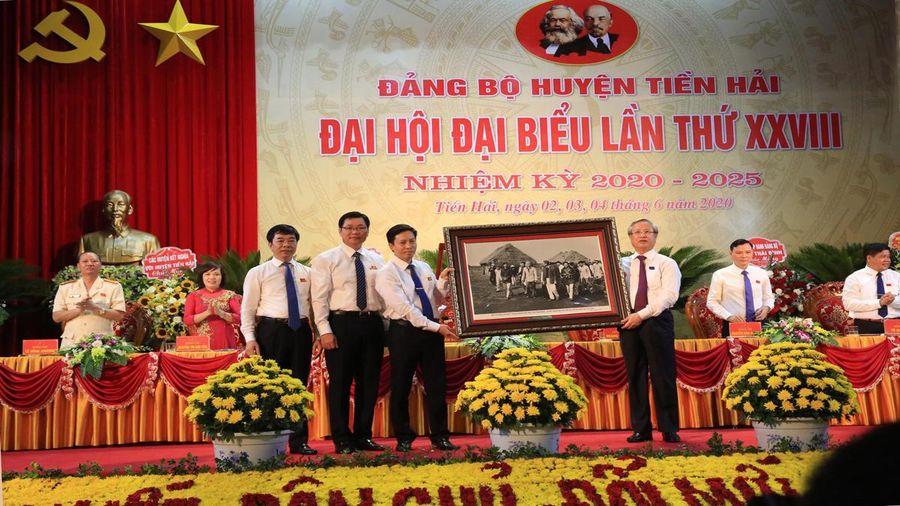 Thường trực Ban Bí Thư Trần Quốc Vượng dự Đại hội Đảng bộ huyện Tiền Hải