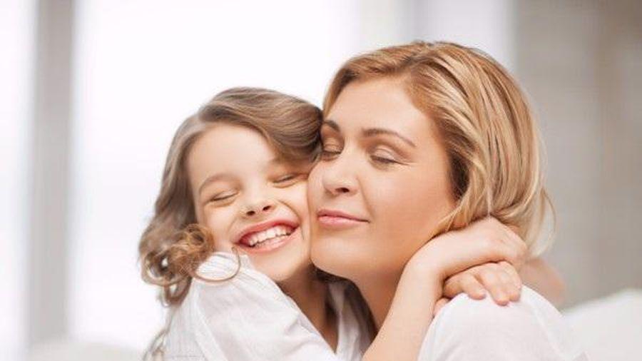 7 lợi ích trẻ có được từ những cái ôm của bố mẹ