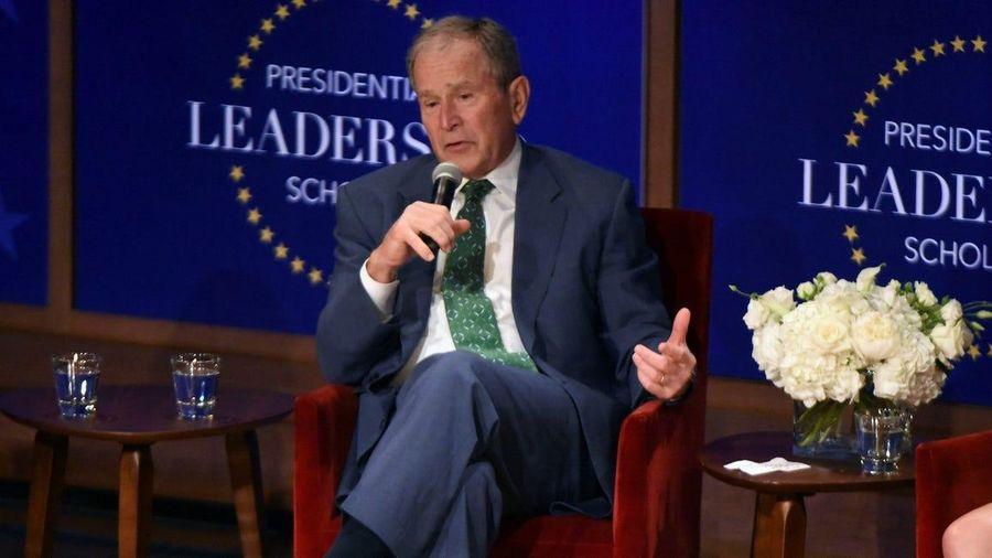 Cựu Tổng thống Bush: Sự bất công và nỗi sợ hãi đang bóp nghẹt đất nước