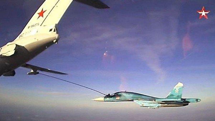 Mãn nhãn màn tiếp nhiên liệu cho máy bay chiến đấu của quân đội Nga