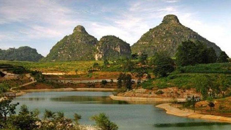 Truyền thuyết đau lòng về ngọn núi có hình bầu ngực kỳ lạ ở Trung Quốc