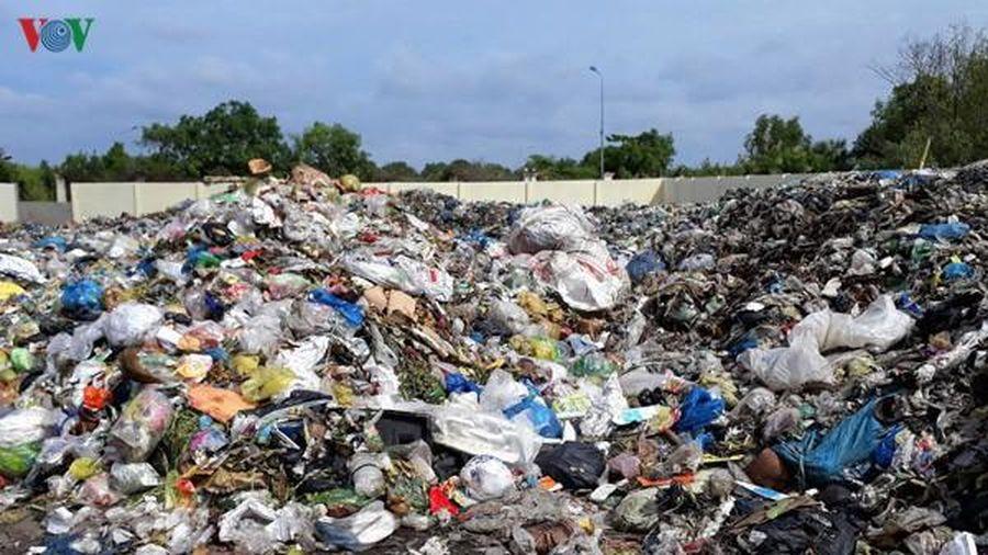 Luật môi trường hiện nay vẫn đánh đồng thu phí trên đầu người xả rác