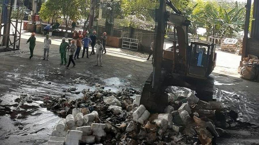 Hà Nội: Tiêu hủy 18 tấn xì gà, thuốc lá, thực phẩm…
