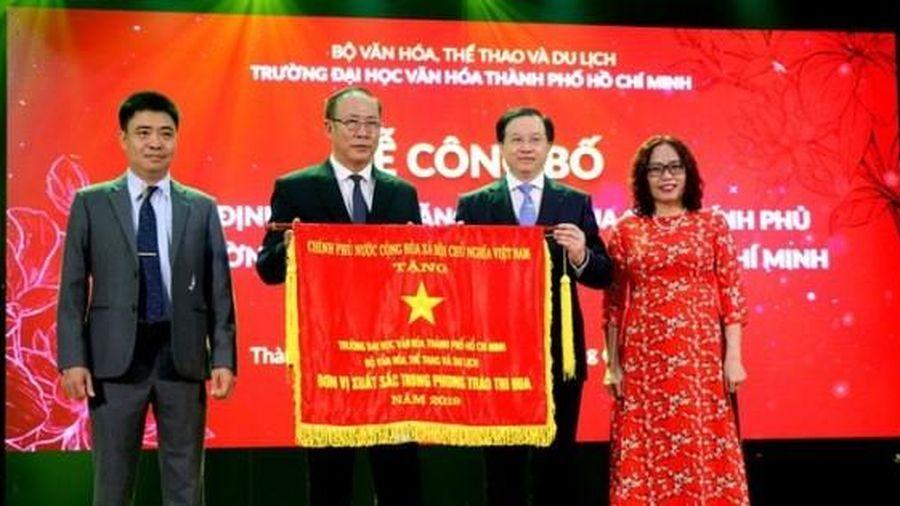 Trường Đại học Văn hóa thành phố Hồ Chí Minh vinh dự nhận Cờ thi đua của Chính phủ