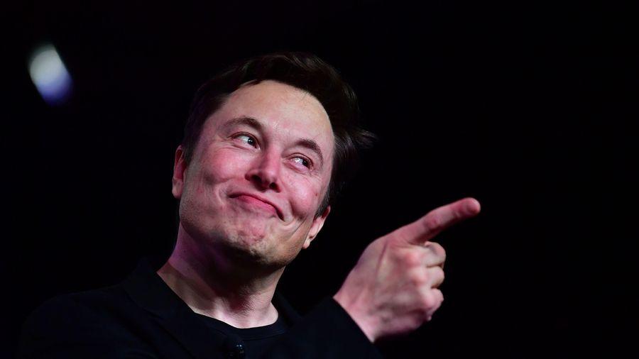 Elon Musk thách thức tỷ phú giàu nhất thế giới
