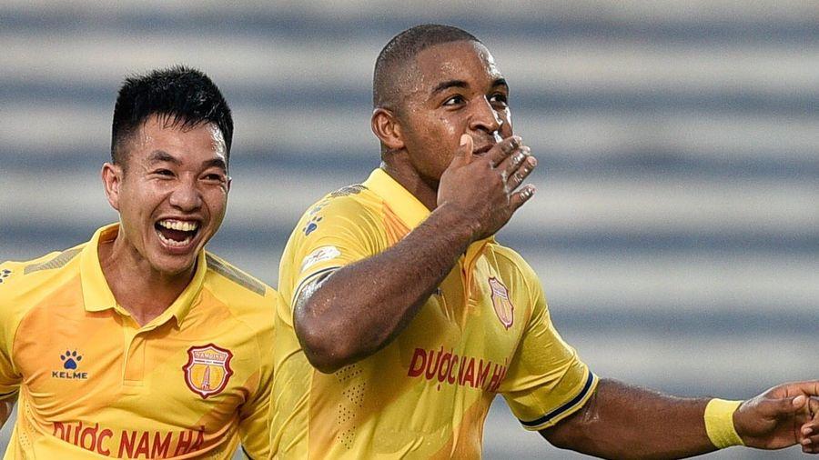 CLB Nam Định 1-1 Viettel: Rafaelson sút xa ghi bàn đẳng cấp