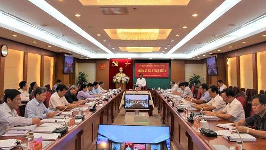 Ủy ban Kiểm tra Trung ương kỷ luật nhiều cán bộ cấp cao tại kỳ họp 45