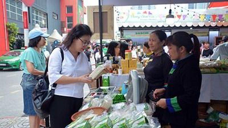 'Phiên chợ Nông sản cuối tuần' - Kênh quảng bá, tiêu thụ nông sản Việt
