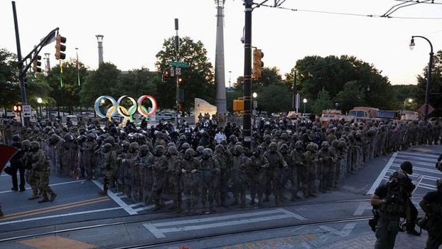 Vệ binh Quốc gia Mỹ tuần tra khắp đường phố giữa biểu tình