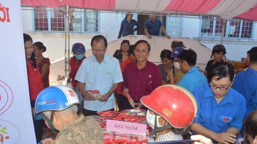 'Phiên chợ nhân đạo' chia sẻ với người dân Cù Lao Dung