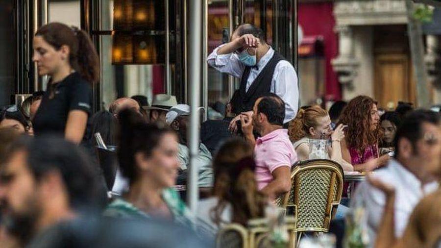 Dịch Covid-19: Hết 11 tuần cách ly, người Pháp nô nức kéo nhau đi... uống cà phê