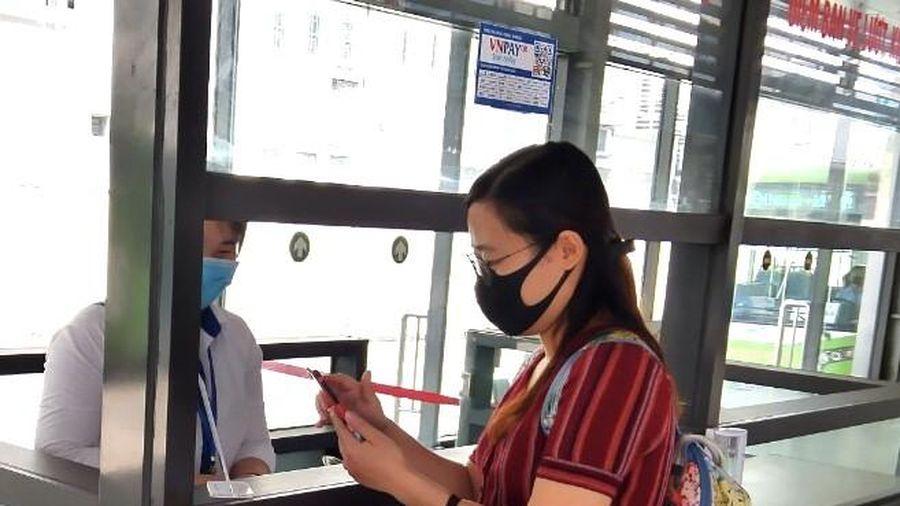 Đi xe buýt BRT Kim Mã - Yên Nghĩa không cần dùng tiền mặt