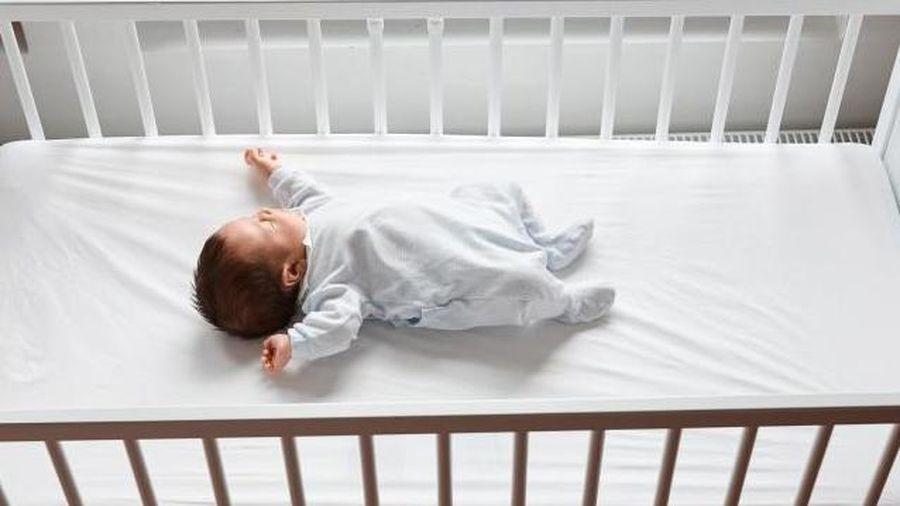 Nắng nóng đỉnh điểm, chăm sóc trẻ mới sinh thế nào để không bị ốm