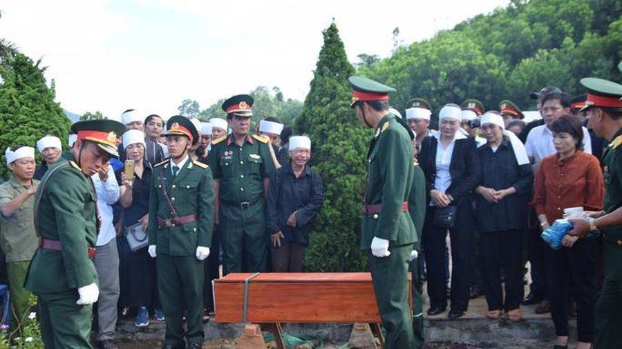 An táng hài cốt 17 chiến sĩ đặc công hy sinh 50 năm trước
