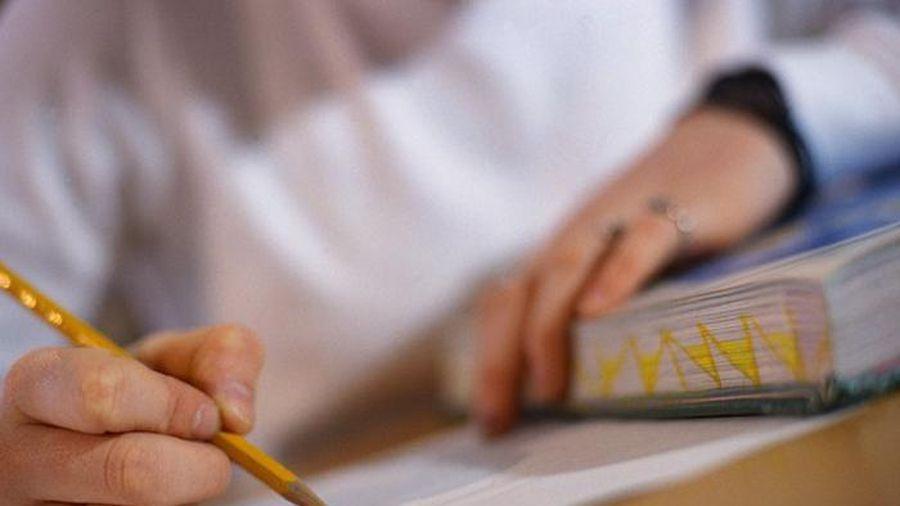 Thầy giáo Toán giúp học sinh gian lận viết tâm thư xin lỗi