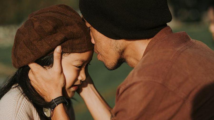 Bộ ảnh ông bố đơn thân cùng con gái 'đốn tim' cộng đồng mạng