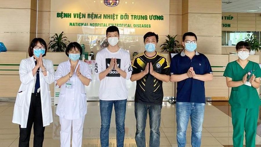 Thêm 5 bệnh nhân mắc COVID-19 trở về từ Nga được công bố khỏi bệnh