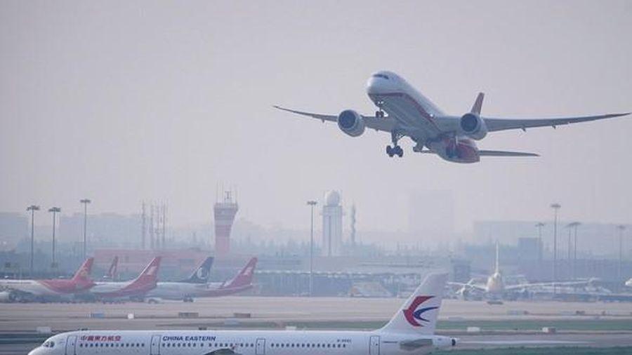Trung Quốc 'xuống nước' nhượng bộ, Mỹ nới lỏng lệnh cấm bay