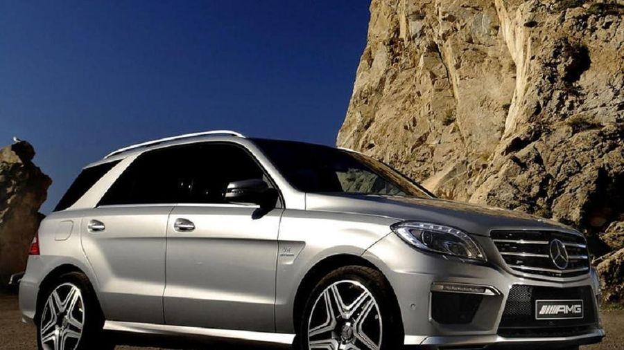 Mercedes-Benz bị kiện vì cửa sổ trời đột nhiên nổ tung
